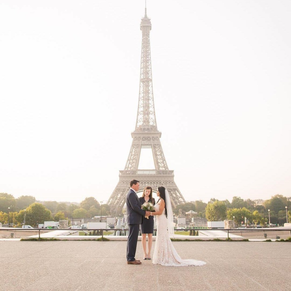 Profile Image from The Paris Officiant