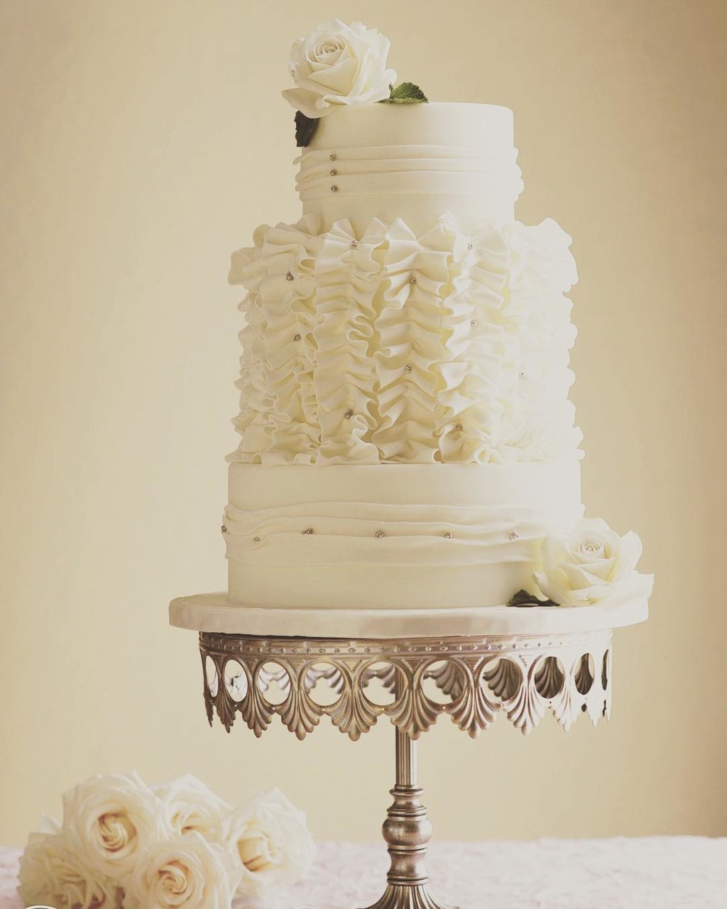 Lovely Wedding Cake by @cakesbyarelys on our Antique Silver Crown