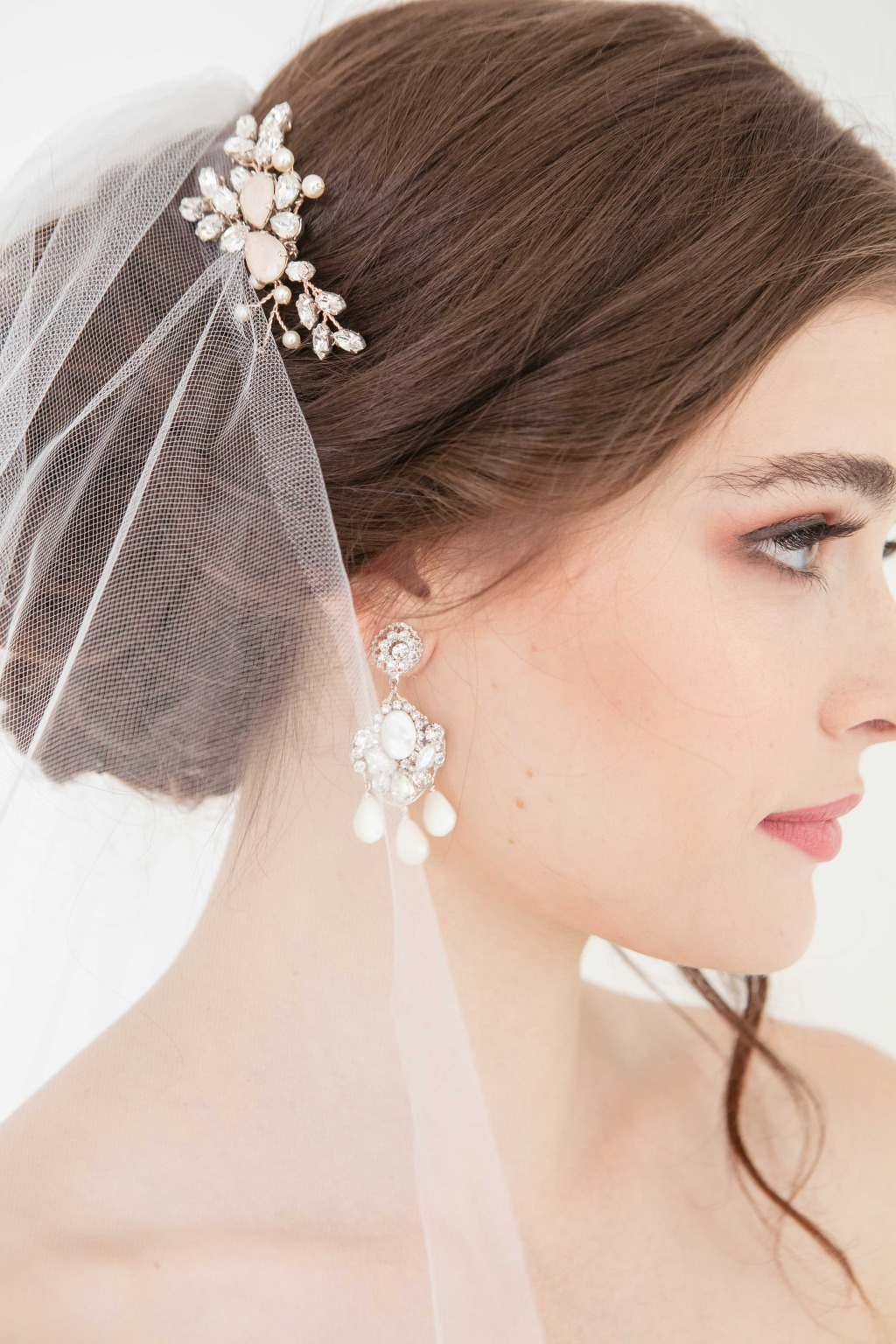 Looking for bridal jewelry and hair accessories? Explore Laura Jayne's website.